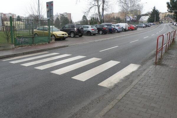 Vďaka špeciálnym okrajom na bielych pásoch sú priechody opticky výraznejšie.