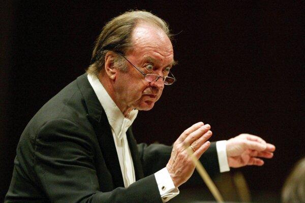 Rodák z Berlína šľachtického pôvodu študoval v povojnovom období hru na violoncello, aby v roku 1949 stál pri zrode Viedenského gambového kvarteta.