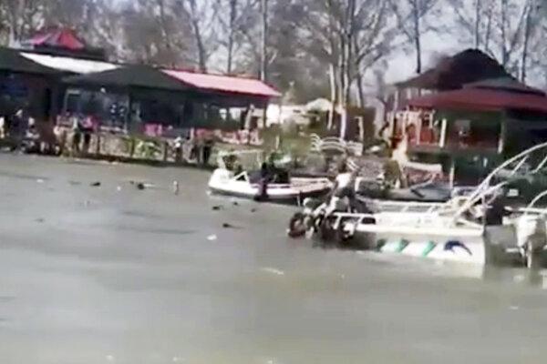Nehodu trajektu neprežilo viac ako sto ľudí.