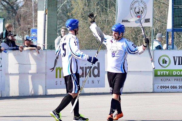 Rytieri porazili lídra zo Skalice, všetky tri góly strelil Tomáš Daniška (vpravo).