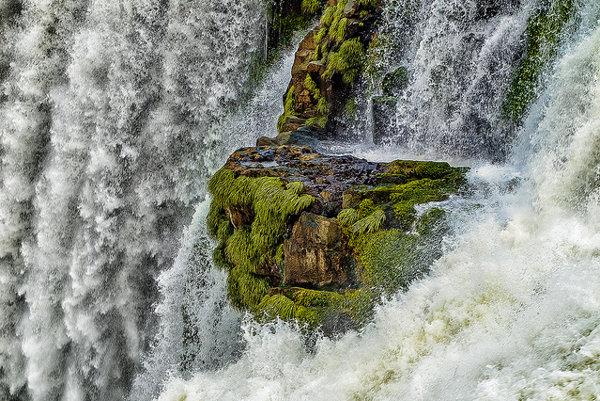 Majestátnosť a krása robia z najväčších vodopádov obľúbenú turistickú atrakciu.