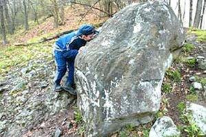 Trúbiaci kameň obdivujú aj turisti zo zahraničia.