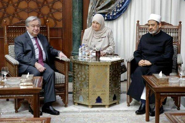 António Guterres a káhirský imám šejk Ahmad at-Tajíb.