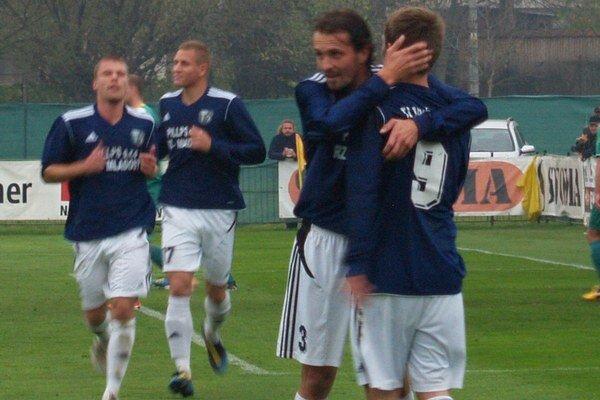 Futbalisti Ružinej potešili svojich fanúšikov šiestimi presnými zásahmi do brány Vranova.