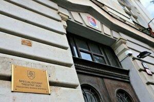 Výber advokáta je dôležitý krok. Pomôcť Vám môže aj web stránka www.advokatinavasejstrane.sk, ktorá odkazuje priamo na sekciu Výber advokáta,