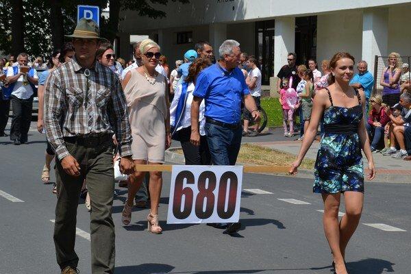 Sprievod si prišlo pozrieť mnoho Tisovčanov i návštevníkov z okolia.