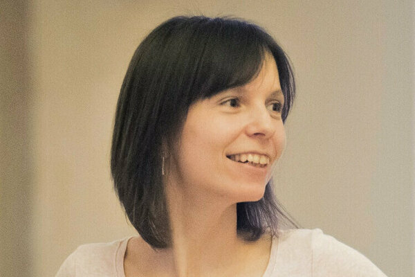 Záujemcovia si môžu album vypočuť adozvedieť sa oňom viac na stránke www.hviezdyamore.sk.