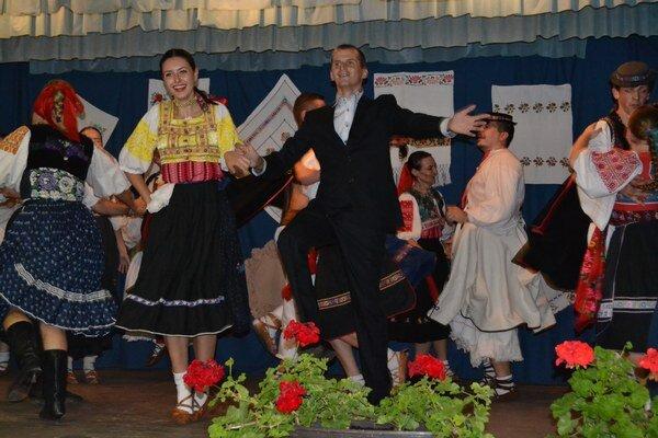 Zatancoval si aj vášnivý folklorista a starosta Lehôtky Richard Laššan.