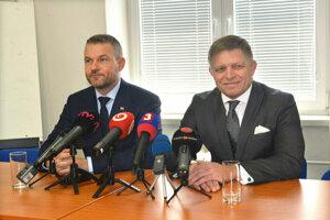 Premiér Peter Pellegrini a predseda Smeru-SD Robert Fico na brífingu v Košiciach.