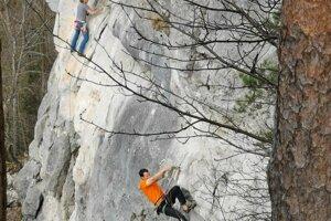 Mišo a Martin pri lezení na Tomášovský výhľad.