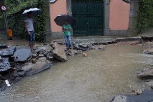 Následky povodne v mestskej časti Jardim Botanico v Rio de Janeiru.