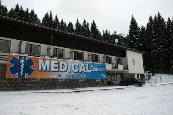 Lekárska pomoc na svahoch bude pre lyžiarov komfortnejšia. V súčasnosti lekári pracujú v priestoroch na Bielej Púti.