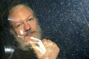 Assange sa uchýlil na ekvádorské veľvyslanectvo v roku 2012.