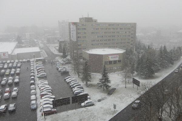 Piatkové ranné sneženie v Poprade.