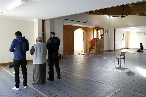 Útok otriasol moslimskou komunitou.