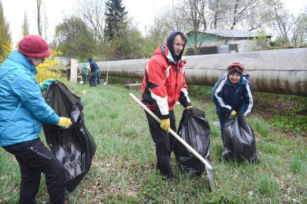 Pracovníci Slovenskej inšpekcie životného prostredia vyzbierali 150 vriec odpadu.