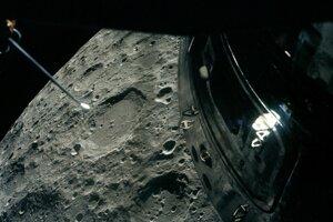 Najďalej od Zeme, viac ako štyristo tisíc kilometrov, bola posádka misie Apollo 13 v apríli 1970.
