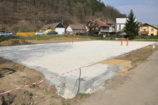 Výstavba ihriska v Považskom Podhradí.