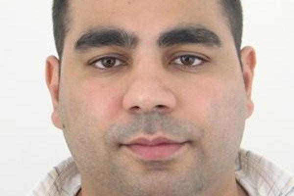 Akékoľvek informácie, ktoré pomôžu pri vypátraní a následnom zadržaní hľadaného Maroša Oláha, je možné oznámiť na najbližšom útvare Policajného zboru alebo na linku tiesňového volania č. 158.