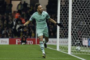 Pierre-Emerick Aubameyang oslavuje gól v zápase proti Watfordu.