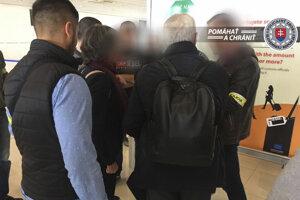"""Finančná polícia NAKA zadržala po prílete z Milána priamo na letisku v Bratislave občana Talianska, ktorého obvinila z trestného činu """"porušovanie povinnosti pri správe cudzieho majetku"""" so škodou vo výške 25 miliónov eur."""