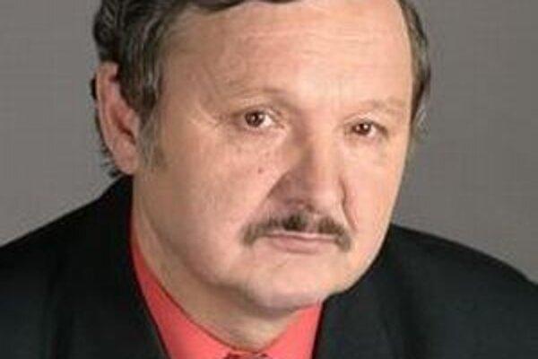 Jozef Šimko sa domnieva, že niekto zrejme natočil kilometre na tachometri Škody Superb, ktorú používal bývalý primátor Rimavskej Soboty.