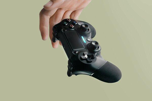 Ovládač konzoly PlayStation 4.