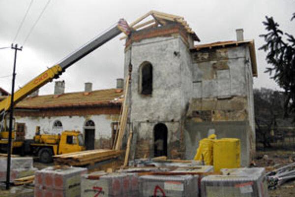 Schátraná historická budova sa často stávala útočiskom pre bezdomovcov a cieľom pre zlodejov.