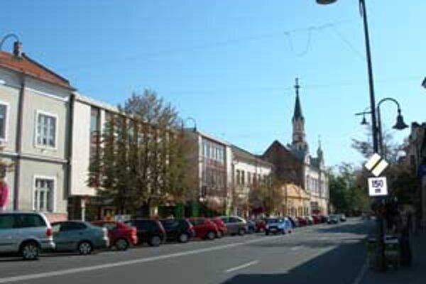 Oprava mestských komunikácií v Lučenci bude trvať približne jeden mesiac.