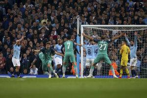 Hráči Tottenhamu po treťom góle do siete City.