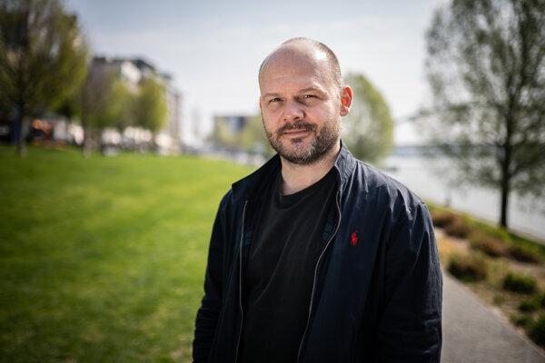 Michal Kollár momentálne pracuje minisérii Ultimátum. Pre šírenie koronavírusu museli projekt zastaviť počas nakrúcania.