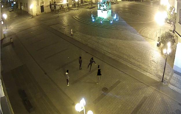 Mladíkov zachytili kamery.