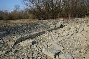 Základy Sielnice, foto z apríla.