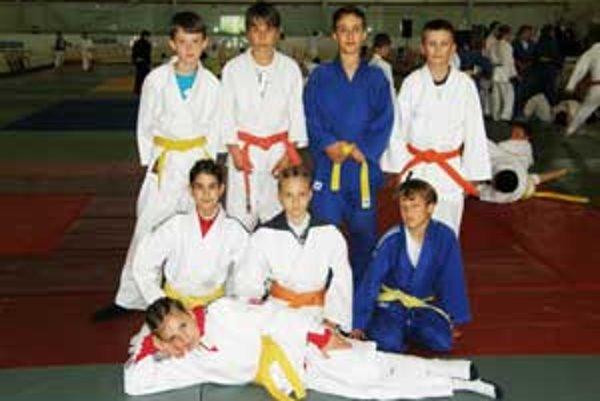 Úspešné družstvo mladších žiakov.