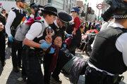 V Londýne pokračujú protesty.