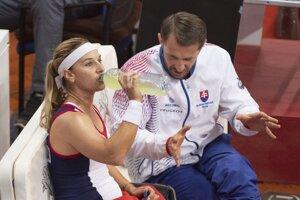 Dominika Cibulková s kapitánom Matejom Liptákom.