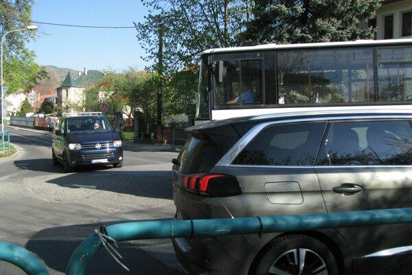 Križovatka pri mestskom parku.