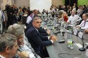 Zo zasadnutia zastupiteľstva 18. apríla.