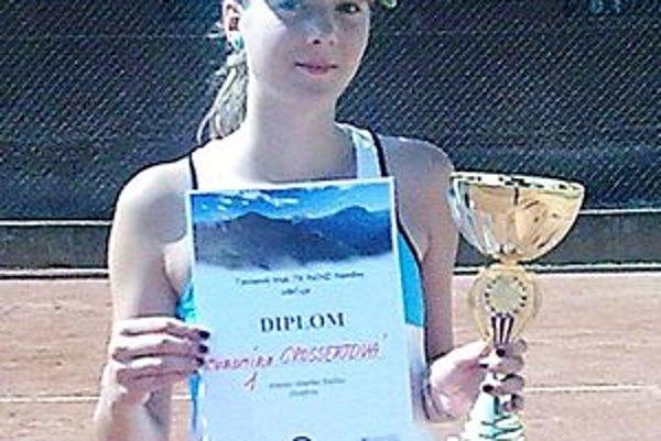 Ľubomíra Grossertová trávi prázdniny na tenisových dvorcoch.