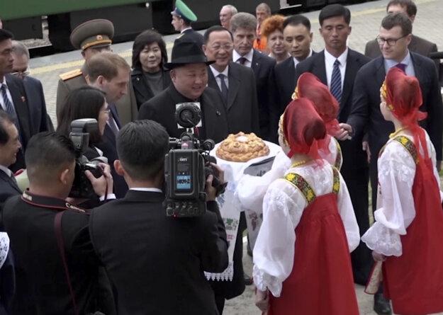 Kima vítajú v Rusku.