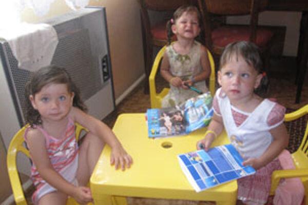 Tri milé dievčatká priniesli do rodiny radosť.