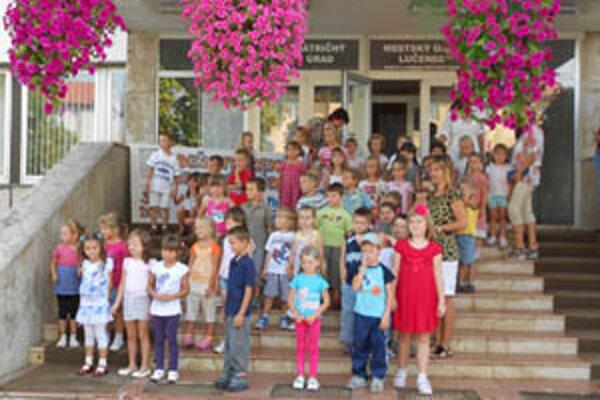 Možnosť nazrieť do priestorov mestského úradu využili aj deti z lienkovej a mravčekovej triedy z MŠ na Partizánskej ulici.
