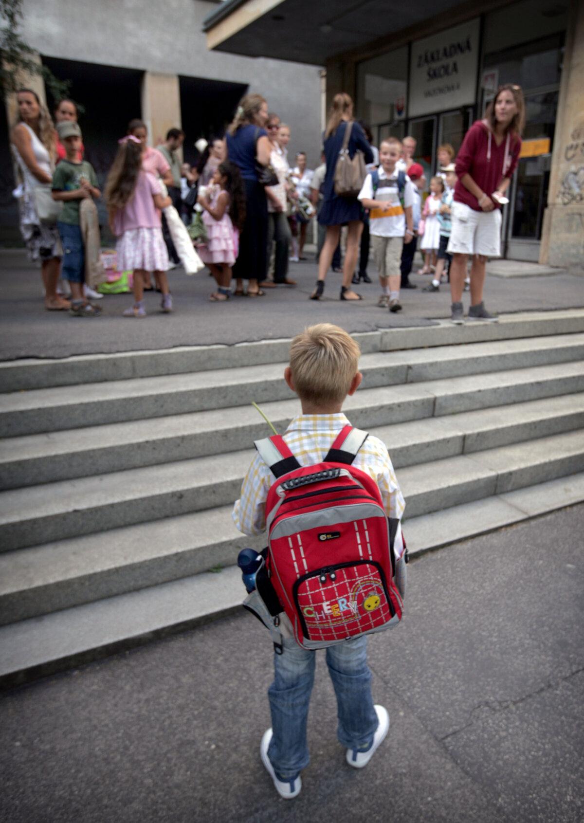 4c0ba2fc35c0f Príspevok na školské potreby pre prvákov majú rodičia dostávať v ...