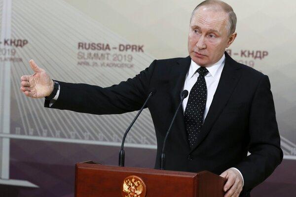Ruský prezident Vladimir Putin počas tlačovej konferencie vo Vladivostoku.