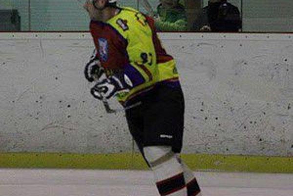 Vladimír Jánov v hokejovom. Športovej verejnosti je známy aj ako zanietený tenista.