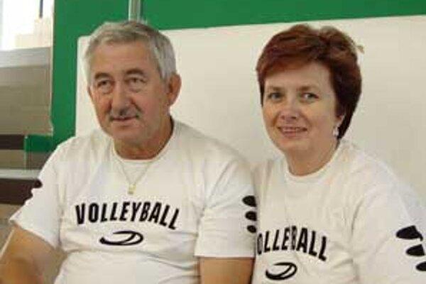 Tréner Jaroslav Štrba a asistentka Jarmila Štrbová.