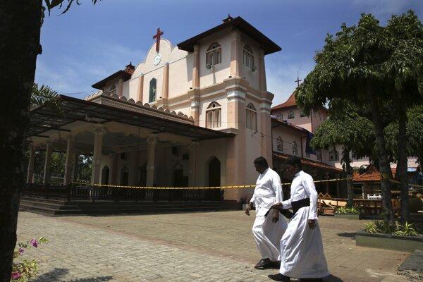 Srí Lankou v nedeľu otriasli simultánne útoky na kostoly a hotely.