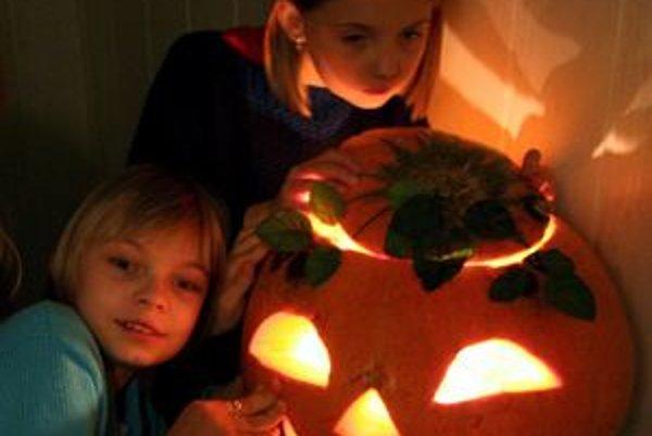 Halloween sa oslavuje v noci z 31. októbra na 1. novembra.