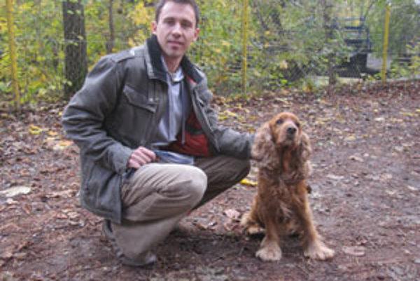 Vladimír Beracko so svojím psíkom Robbim.