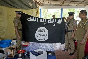 Polícia objavila pri razii vlajku IS.